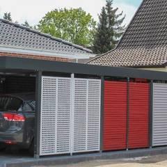 Carport mit verschiedenen Farben und Quadratlochung: klassische Garage & Schuppen von ESB-Fertiggaragen und Carports