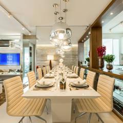 CYRELA_Varanda Tatuapé 102m²: Salas de jantar  por Chris Silveira & Arquitetos Associados