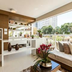 ระเบียง, นอกชาน by Chris Silveira & Arquitetos Associados
