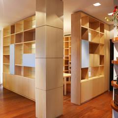 Librerie: Studio in stile in stile Moderno di MAT architettura e design