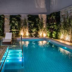 Residência Interlagos: Piscinas  por Nadia Takatama arquitetura e interiores