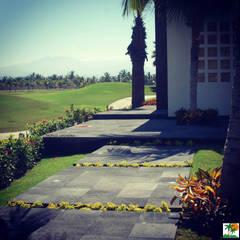 JARDINES TROPICALES: Jardines de estilo topical por Tropico Jardineria