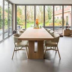 Een gietvloer in de eetruimte www.designgietvloer.nl:  Eetkamer door Design Gietvloer