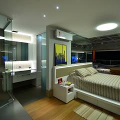 Suite Casal: Quartos  por HECHER YLLANA ARQUITETOS