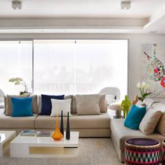 Sala de estar : Salas de estar modernas por Thaisa Camargo Arquitetura e Interiores