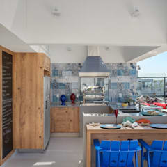 Ana Adriano Design de Interiores Balkon, Beranda & Teras Tropis Batu Bata Blue