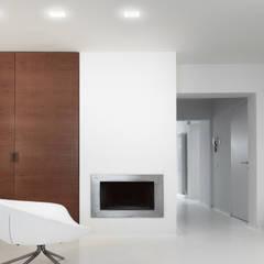 minimalistische Mediakamer door Reggiani SPA Illuminazione