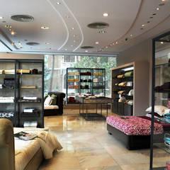 Офисы и магазины в . Автор – Dhruva Samal & Associates, Модерн