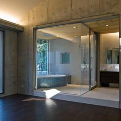二上山の隠れ家的カフェ: 森田昌司建築空間設計が手掛けたスパです。
