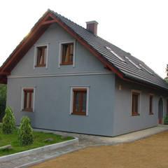 Nowy budynek na historycznych fundamentach: styl eklektyczne, w kategorii Domy zaprojektowany przez in2home