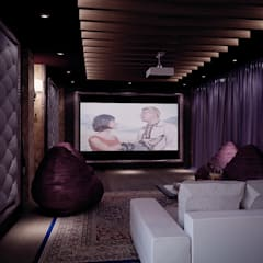 Grand Villa Klasyczny pokój multimedialny od Shtantke Interior Design Klasyczny