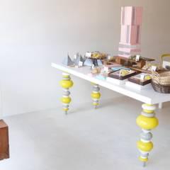 miel オリジナルテーブル.: 宮城雅子建築設計事務所 miyagi masako architect design office , kodomocafe が手掛けたオフィススペース&店です。