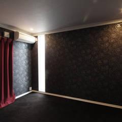 サンルームと吹抜のある家-古城のように-: atelier mが手掛けた子供部屋です。