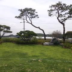 장흥리 한옥마을 내 주택: 금송건축의  정원,한옥