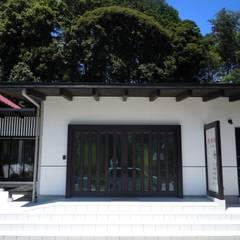 ファサード詳細: 青戸信雄建築研究所が手掛けた会議・展示施設です。