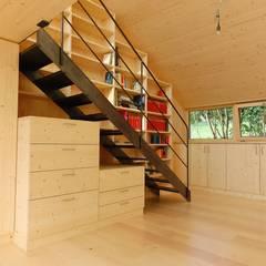 decke aus brettsperrholzplatten, fertige oberfläche: landhausstil Arbeitszimmer von allmermacke