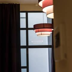 Suites Hotel Principal diseñadas por Batua Interiores Creativos: Hoteles de estilo  de Batua Interiores Creativos