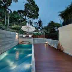 Magazine editorial - House in Sai Kung by Millimeter:  Pool by Millimeter Interior Design Limited, Modern