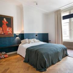 Stadsvilla Den Haag:  Slaapkamer door IJzersterk interieurontwerp,