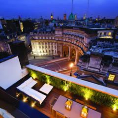 Trafalgar One, Canadian Pacific Building, London Balcones y terrazas de estilo moderno de Moreno Masey Moderno
