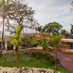 Casa Cor Belo Horizonte 2013: Espaços comerciais  por CP Paisagismo