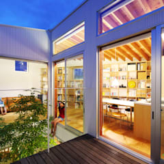 秦野の家: 萩原健治建築研究所が手掛けたベランダです。