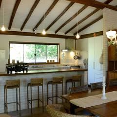Casa do Bosque: Casas rústicas por Arquitetamos Escritório Autônomo