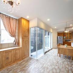 Shabby House-古着のような家-: atelier mが手掛けたテラス・ベランダです。,クラシック