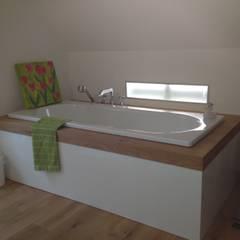 Revitalisierung Haus K. Viersen:  Badezimmer von kg5 architekten