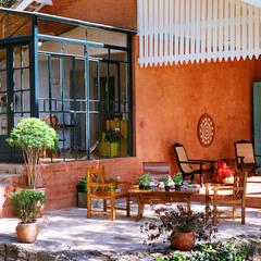 Varanda  : Casas campestres por Célia Orlandi por Ato em Arte