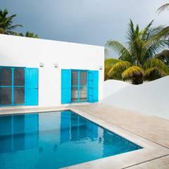 Villas Chuburná Puerto: Albercas de estilo  por Arq Mobil