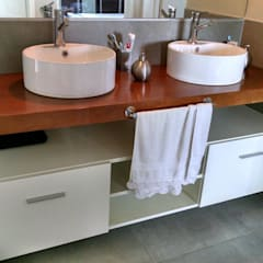Casa RP Malagueño: Baños de estilo moderno por GANDIA ARQUITECTOS
