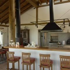Dapur by Carmen Saraiva Arquitetura