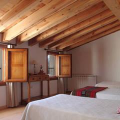 Casas EPPD: Dormitorios de estilo  de Jacobo Lladó Estudio de Arquitectura