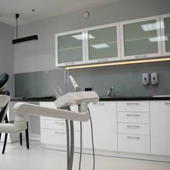 Gabinety stomatologiczne: styl , w kategorii Szpitale zaprojektowany przez Duende Dominika Brodnicka,
