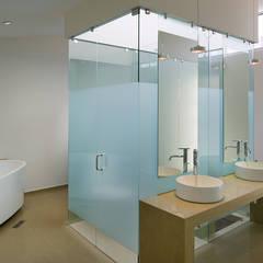 C + C BAÑO: Baños de estilo  por Micheas Arquitectos