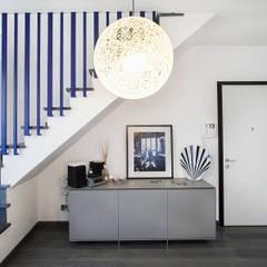 ระเบียงและโถงทางเดิน by Alessandro Corina Interior Designer