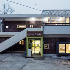 동대문 어린이 도서관: (주)유타건축사사무소 의  상업 공간