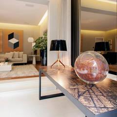 Saleta : Jardins de inverno minimalistas por Deborah Basso Arquitetura&Interiores