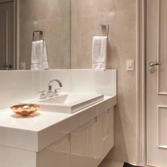 Bathroom by Deborah Basso Arquitetura&Interiores