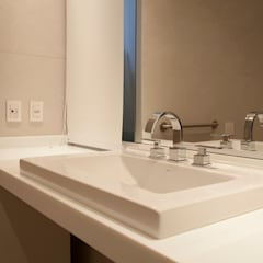 Banheiro de hóspedes: Banheiros  por Deborah Basso Arquitetura&Interiores