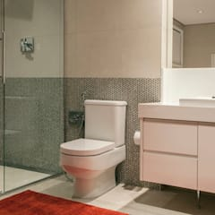 Phòng tắm by Deborah Basso Arquitetura&Interiores