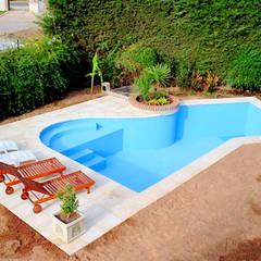 สระว่ายน้ำ โดย Piscinas Scualo,