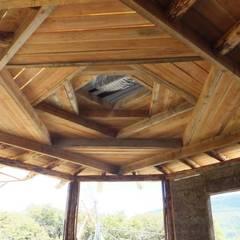 Vivienda TE: Pasillos y recibidores de estilo  por Ecohacer Bioarquitectura y Bioconstrucción,Rural