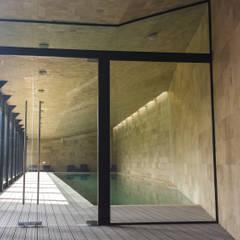 Puertas : Albercas de estilo  por Productos Cristalum