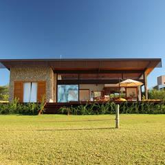 Casas de estilo  por Ambienta Arquitetura