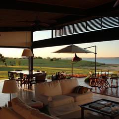 Phòng khách by Ambienta Arquitetura