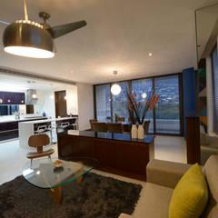 BOSQUES: Salas de estilo moderno por ESTUDIO TANGUMA