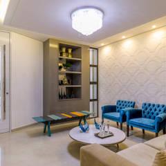 Residência A & F:  Living room by Lyssandro Silveira