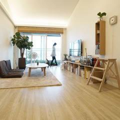H 아파트 17평형 리모델링 ( 다락과 고양이): IDÉEAA _ 이데아키텍츠의  거실,모던 MDF